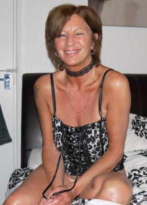 Опытная женщина знает, что нужно для того, чтобы выглядеть невероятно соблазнительно на фотографиях - фото 29