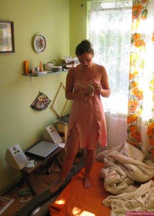 Девушка хранит совершенно разные фото – начиная от моментов, когда она бреется до свадебных фото - фото 12