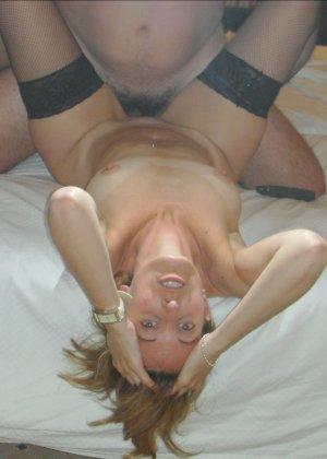 Смелая дамочка хранит большую коллекцию сексуальных фотографий, на которых она показывает всю себя - фото 16