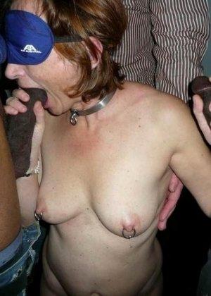 Девушки занимаются интернациональным сексом – им интересно пробовать члены негров и не только - фото 44