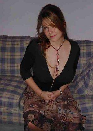 Польская дамочка раздевается перед камерой, показывая все самые интимные части своего тела - фото 6