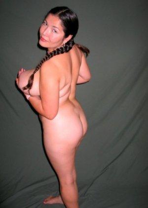 Ванеса Рейес показывает свои огромные буфера перед камерой и поражает их невероятным объёмом - фото 61