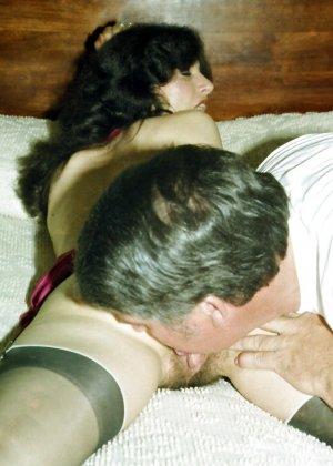 Фотографии в стиле ретро порадуют многих любителей классического секса со времен восьмидесятых - фото 13