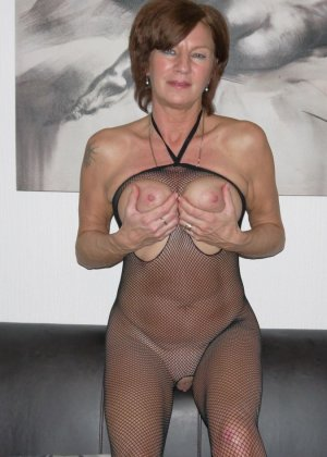 Опытная женщина знает, что нужно для того, чтобы выглядеть невероятно соблазнительно на фотографиях - фото 14