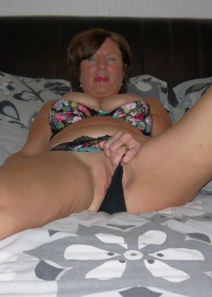Опытная женщина знает, что нужно для того, чтобы выглядеть невероятно соблазнительно на фотографиях - фото 36