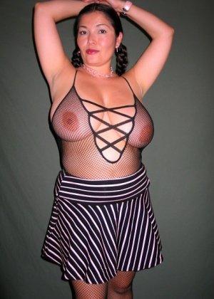 Ванеса Рейес показывает свои огромные буфера перед камерой и поражает их невероятным объёмом - фото 39