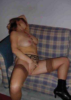 Польская дамочка раздевается перед камерой, показывая все самые интимные части своего тела - фото 29
