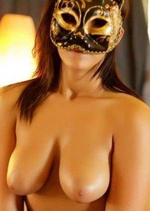 Девушки скрывают свои лица, зато показывают все остальное – сексуальные груди, обкончанные ротики - фото 4