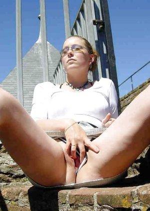 Польская дамочка раздевается перед камерой, показывая все самые интимные части своего тела - фото 27