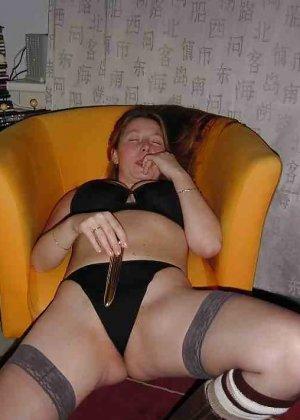 Польская дамочка раздевается перед камерой, показывая все самые интимные части своего тела - фото 35