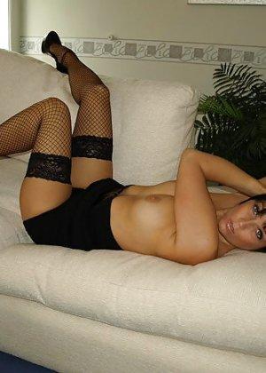 Брюнетка показывает, как она меняет образы – в любом из них она выглядит очень сексуально - фото 52
