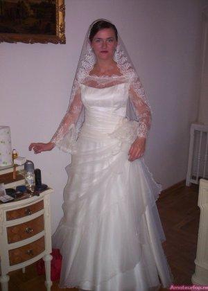 Девушка хранит совершенно разные фото – начиная от моментов, когда она бреется до свадебных фото - фото 7