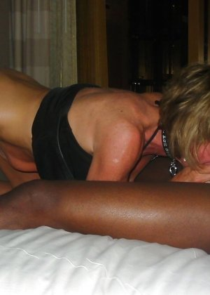 Девушки занимаются интернациональным сексом – им интересно пробовать члены негров и не только - фото 7