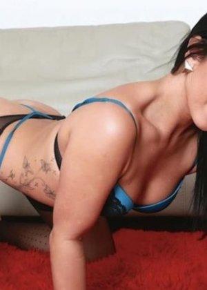 Ханна – сексуальная брюнетка, которая с удовольствием показывает свое тело, ведь ей нечего стесняться - фото 14