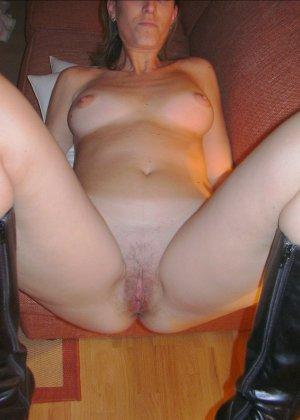 Смелая дамочка хранит большую коллекцию сексуальных фотографий, на которых она показывает всю себя - фото 34