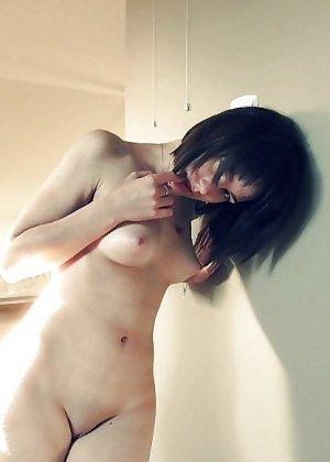Горячая опытная женщина знает, в какие позы надо вставать, чтобы выглядеть соблазнительно - фото 9
