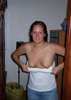 Девушки снимаются в домашнем порно, чтобы оставить на память особо пикантные снимки - фото 44