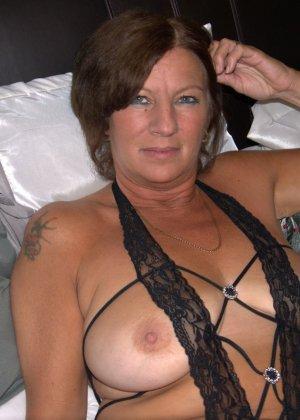 Опытная женщина знает, что нужно для того, чтобы выглядеть невероятно соблазнительно на фотографиях - фото 23