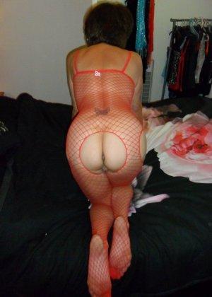 Опытная женщина знает, что нужно для того, чтобы выглядеть невероятно соблазнительно на фотографиях - фото 3
