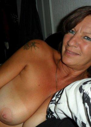 Опытная женщина знает, что нужно для того, чтобы выглядеть невероятно соблазнительно на фотографиях - фото 22