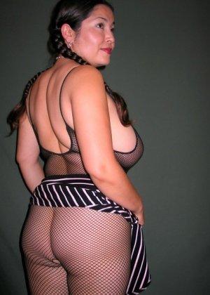 Ванеса Рейес показывает свои огромные буфера перед камерой и поражает их невероятным объёмом - фото 44