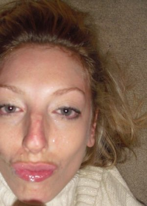 Блондинка достаточно раскованно чувствует себя перед камерой – она готова показать многое - фото 10