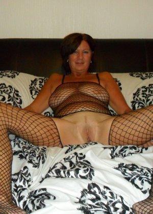 Опытная женщина знает, что нужно для того, чтобы выглядеть невероятно соблазнительно на фотографиях - фото 21