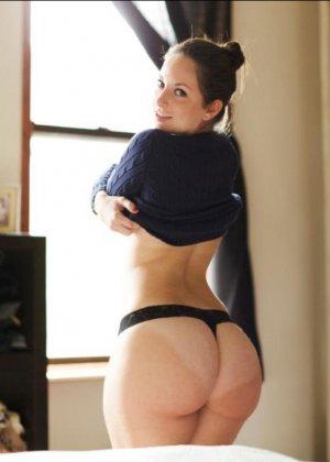 Девушки с огромными задницами показывают свое главное богатство перед камерой – они могут шокировать - фото 4