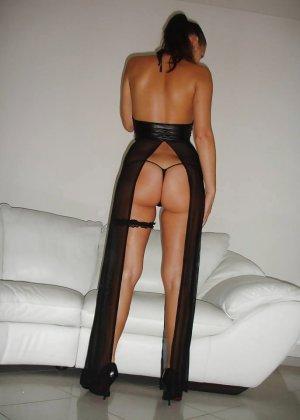 Лаура позирует в красивом костюмчике – ее фигурка вызовет у многих мужчин возбуждение - фото 3