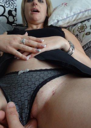 Женщина очень любит секс и не против съёмки во время процесса - она достаточно раскована для этого - фото 36