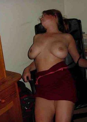 Польская дамочка раздевается перед камерой, показывая все самые интимные части своего тела - фото 31