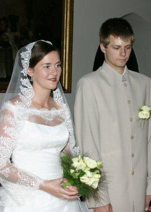 Девушка хранит совершенно разные фото – начиная от моментов, когда она бреется до свадебных фото - фото 8