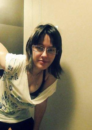 Горячая опытная женщина знает, в какие позы надо вставать, чтобы выглядеть соблазнительно - фото 10
