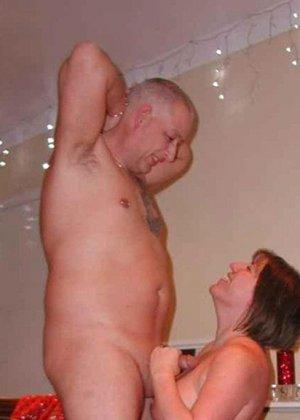 Парочки очень жарко встречают Рождество – это можно увидеть в сексуальной галерее фотографий - фото 14