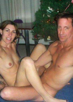 Парочки очень жарко встречают Рождество – это можно увидеть в сексуальной галерее фотографий - фото 1