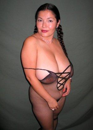 Ванеса Рейес показывает свои огромные буфера перед камерой и поражает их невероятным объёмом - фото 58