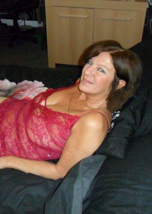 Опытная женщина знает, что нужно для того, чтобы выглядеть невероятно соблазнительно на фотографиях - фото 2