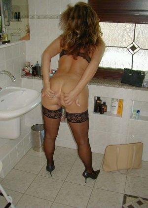 Горячая итальянка выглядит очень сексуально, показывая свое тело в разных комплектах белья - фото 37