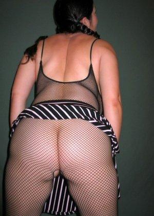 Ванеса Рейес показывает свои огромные буфера перед камерой и поражает их невероятным объёмом - фото 46