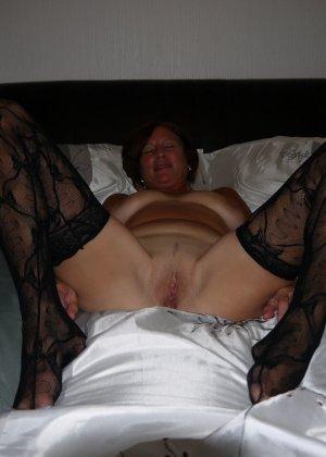 Опытная женщина знает, что нужно для того, чтобы выглядеть невероятно соблазнительно на фотографиях - фото 8