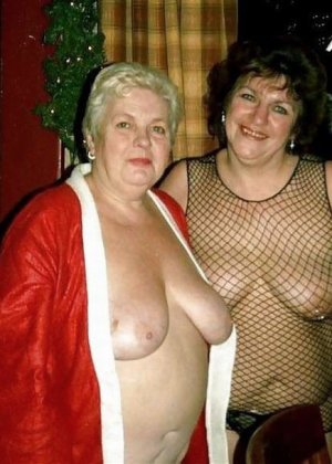 Зрелые пышечки встречают Новый год и упускают возможности показать себя без одежды перед всеми - фото 8