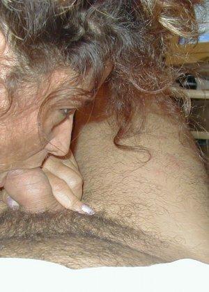 Горячая итальянка выглядит очень сексуально, показывая свое тело в разных комплектах белья - фото 7