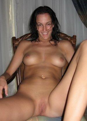 Девушки раздеваются в домашних условиях и показывают свои сексуальные тела всем желающим - фото 15