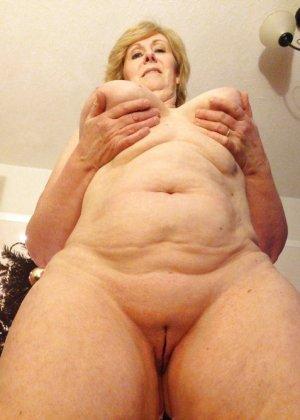 Жирная зрелая женщина показывает свое пышное тело всем желающим – кому-то может понравиться и такое - фото 29