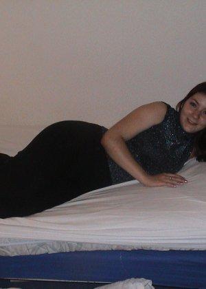 Сильвия показывает свои многочисленные эротические наряды, в которых она выглядит очень сексуально - фото 6