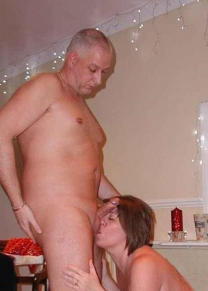 Парочки очень жарко встречают Рождество – это можно увидеть в сексуальной галерее фотографий - фото 15