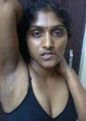 Зрелая женщина из Бангладеша показывает свое экзотическое тело – она выглядит очень необычно - фото 4