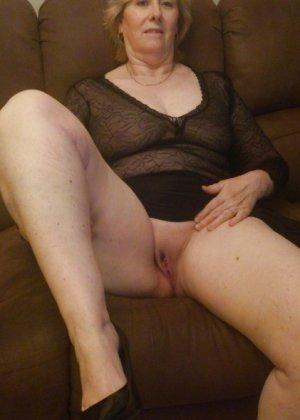 Жирная зрелая женщина показывает свое пышное тело всем желающим – кому-то может понравиться и такое - фото 13