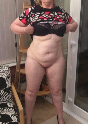 Жирная зрелая женщина показывает свое пышное тело всем желающим – кому-то может понравиться и такое - фото 22