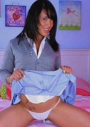 Ханна – сексуальная брюнетка, которая с удовольствием показывает свое тело, ведь ей нечего стесняться - фото 29